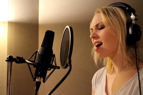 Singer Steinunn Osk Photo by: Juvicsa Vela
